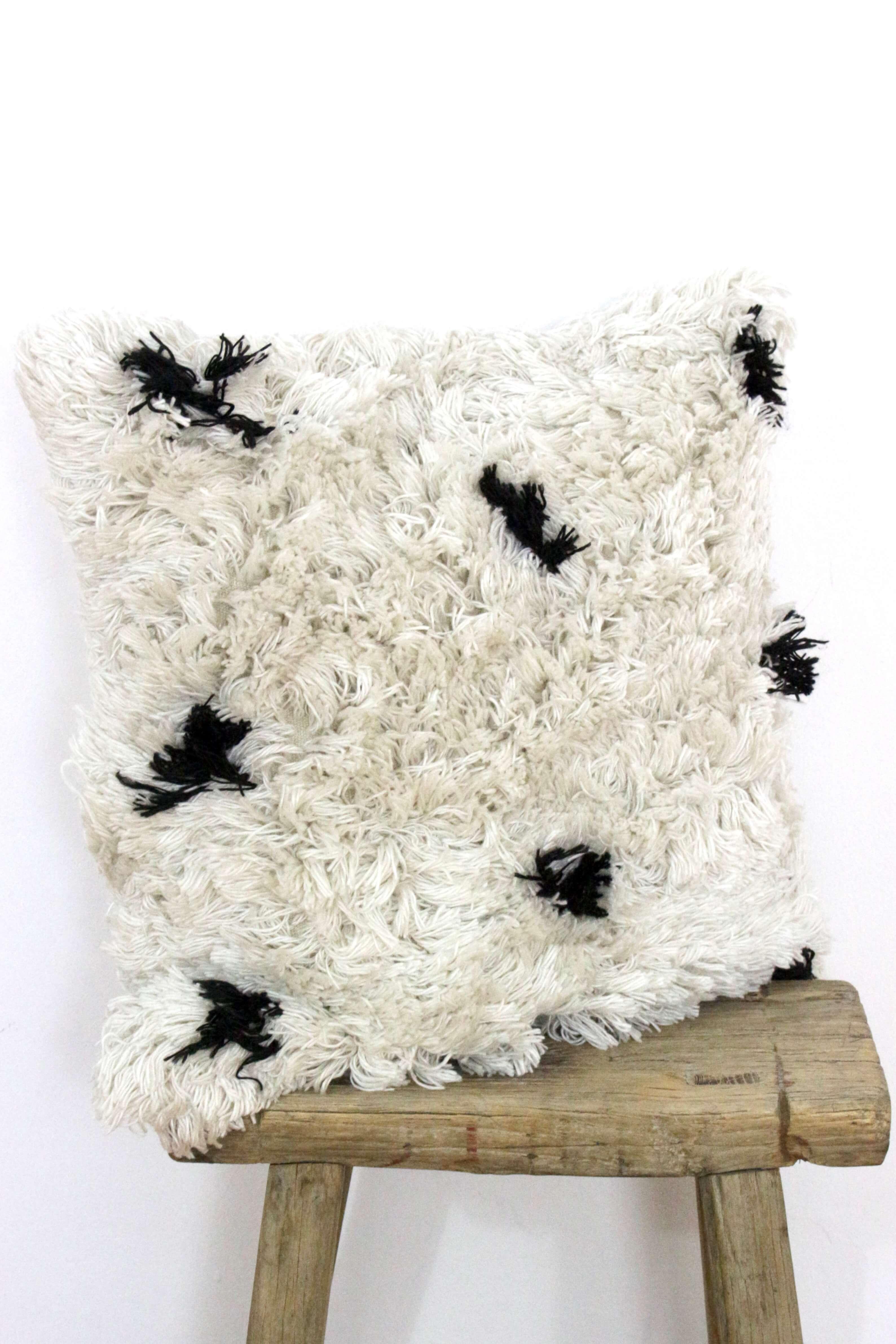 Kissen creme mit schwarzen Punkten, 50x50