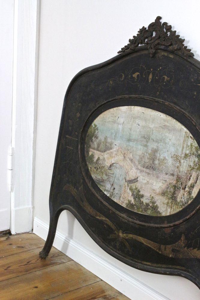 Kunstvolles Eisenbett antik mit Malereien