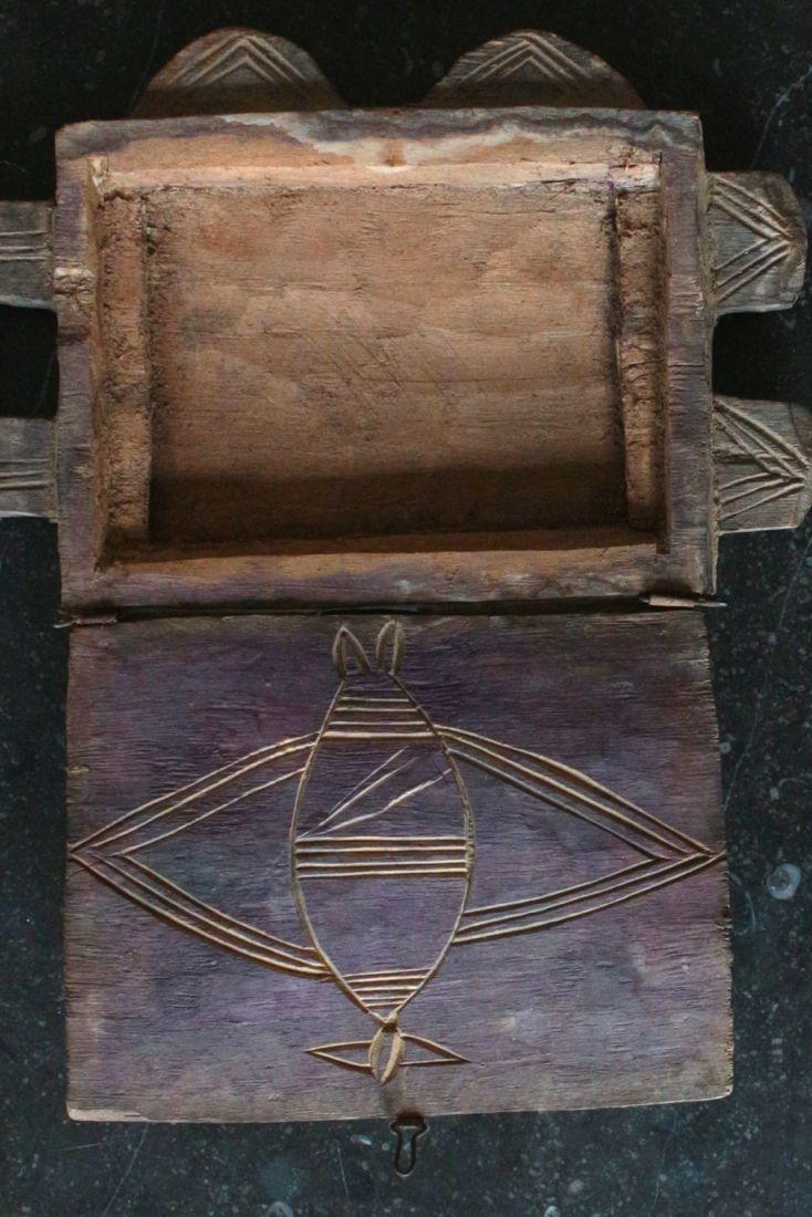 Altes Yoruba Spiegelkästchen handgeschnitzt