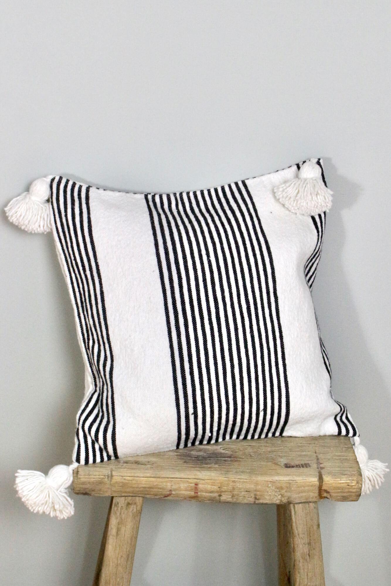 Bommel Kissen gestreift Marokko, 50x50