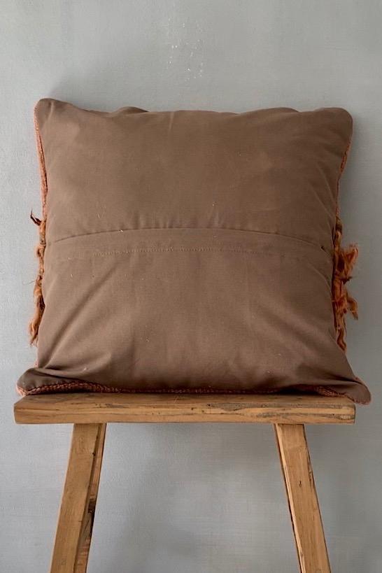 Kissen rotbraun mit Felleinsatz, 50x50