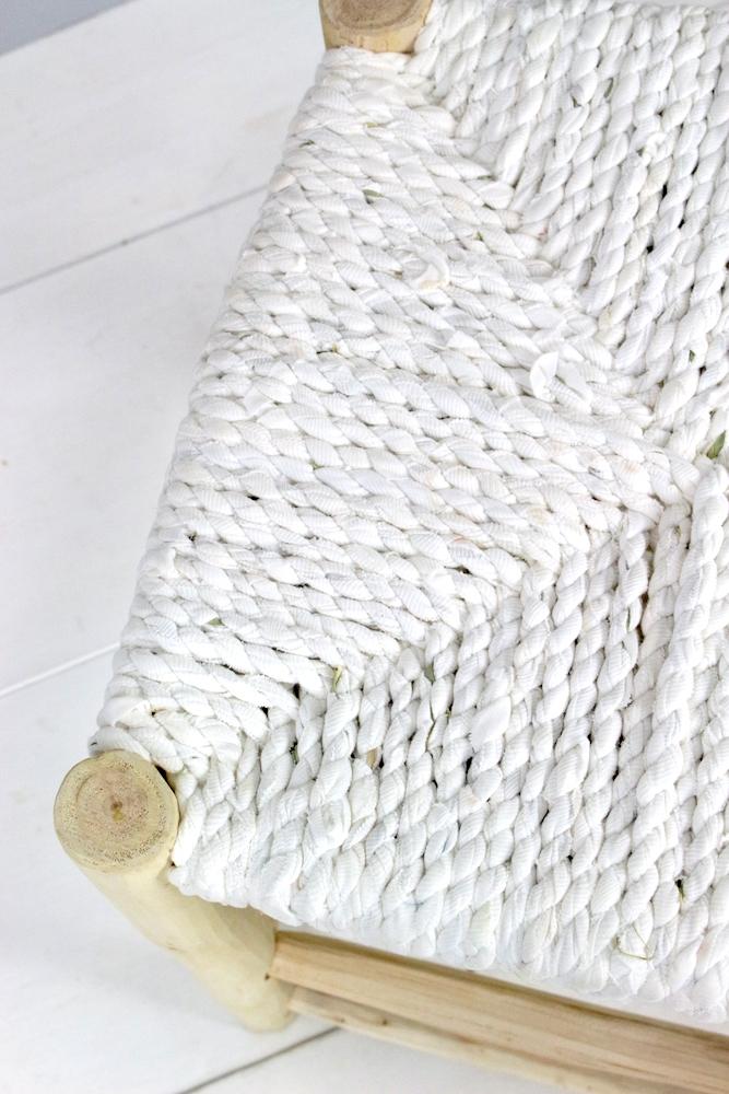 Heller Hocker mit weißem Stoffgeflecht, 40x40x40