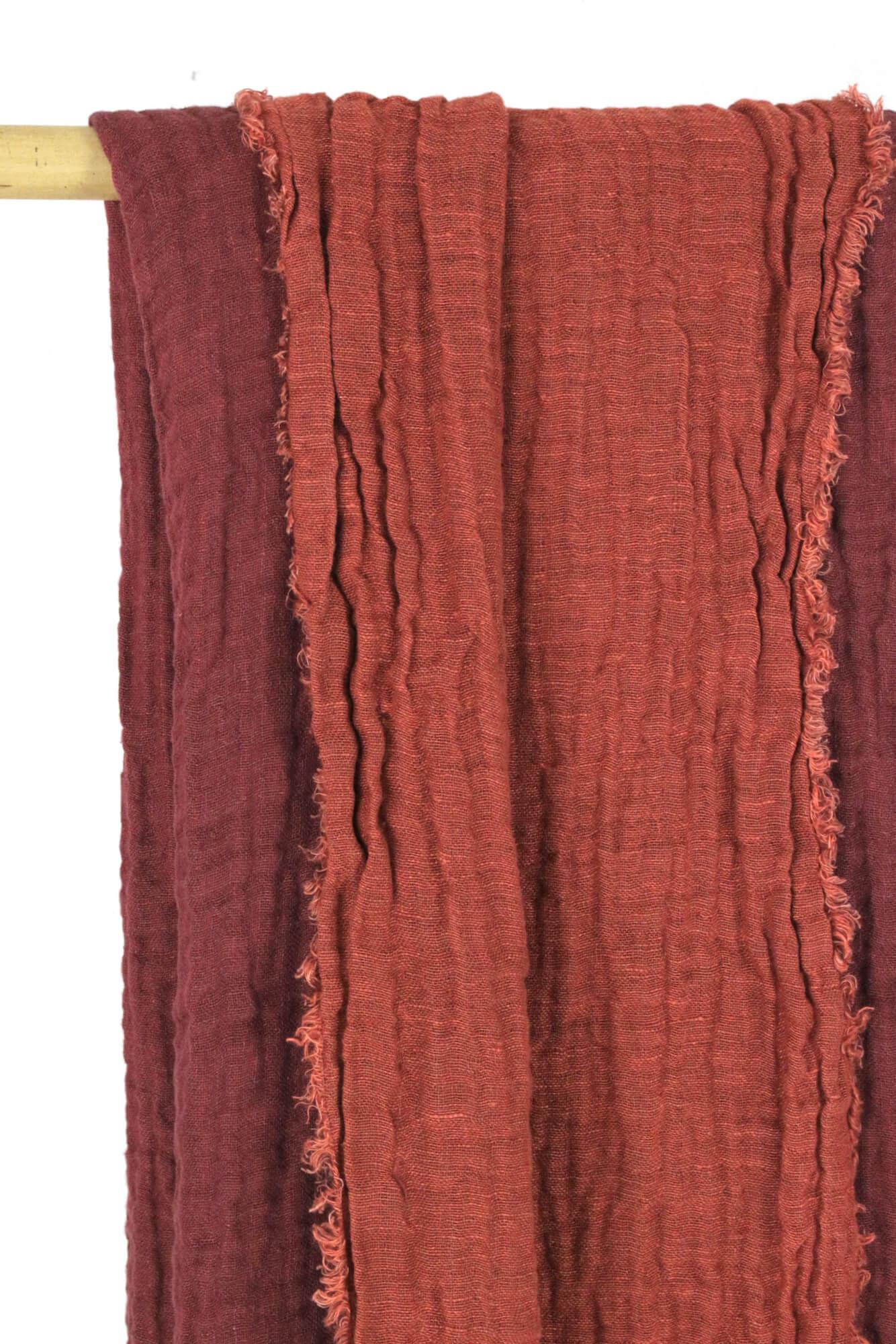 Rote Leinendecke zweifarbig