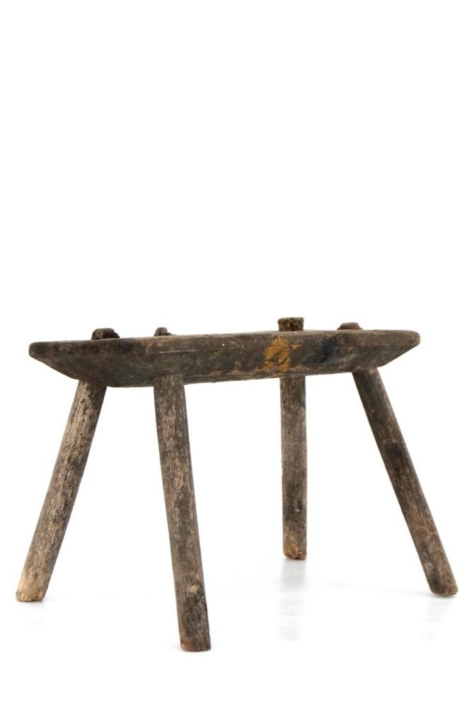 Alter Holzschemel rustikal