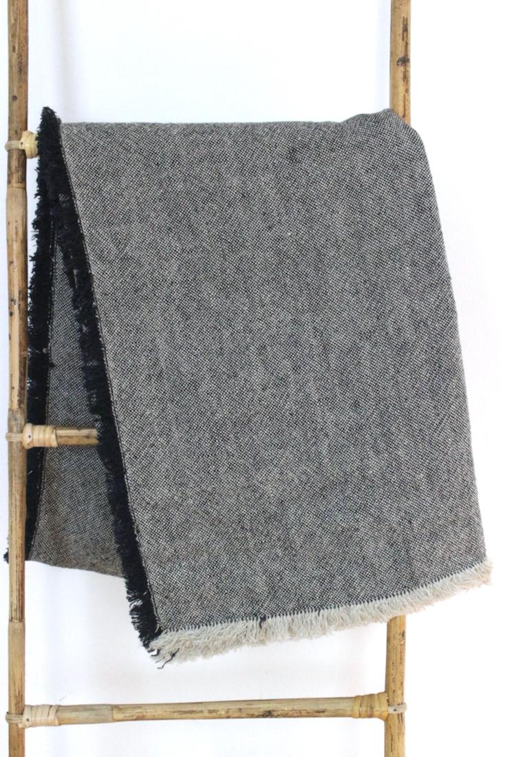 Leinendecke schwarz meliert mit Fransen, 135x200