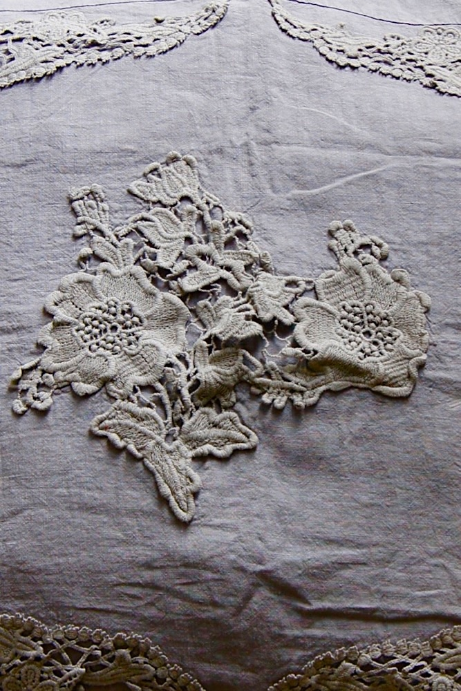 Leinenkissen mit Rüschen und Spitze, grau, 60x60