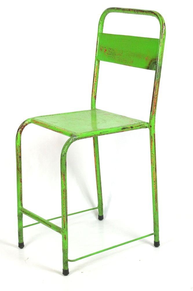 Vintage Eisenstuhl leuchtend grün